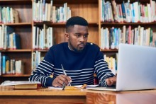 Eight tips for writing better papers for online courses in 2018.