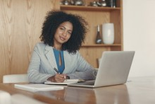 Woman studyinig at a desk