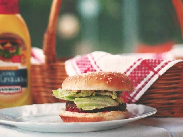 hamburger on plate, picnic, mustard bottle, picnic basket