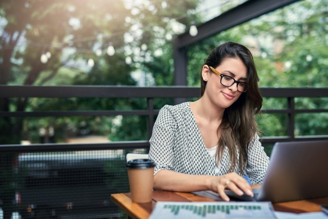 Studying over the summer can be tough to stay focused on. Here are four ways to help you keep your focus on school during the summertime. JWU Online blog article. Online Learning.